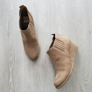 DV8 Dolce Vita Bria Wedge Booties Size 7